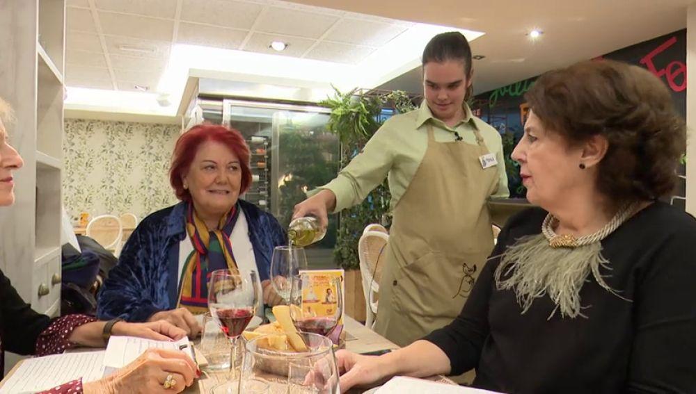 Un restaurante en pleno centro de Madrid ayuda a integrar en el mercado laboral a personas con discapacidad