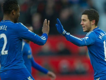 Mikel y Hazard en su etapa en el Chelsea