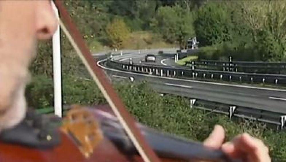 'El violinista de la A-8' se enfrenta a una multa de 2.000 euros