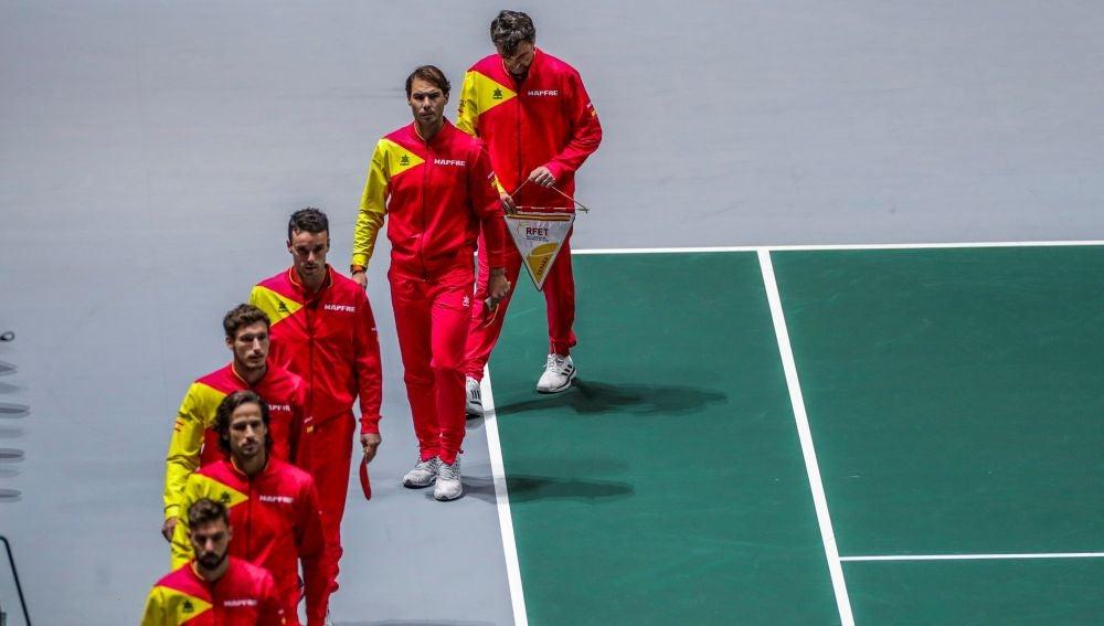 Los jugadores españoles saltan a la pista central de la Caja Mágica