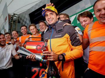 Carlos Sainz, tras haber logrado el podio.