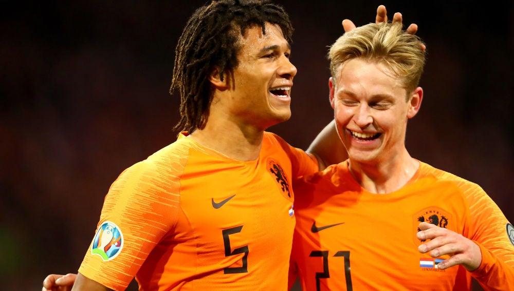 De Jong celebra un gol con Holanda