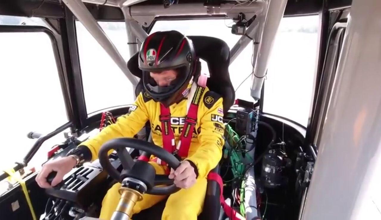Guy Martin bate el récord Guinness de velocidad con un tractor: ¡217 km/h!