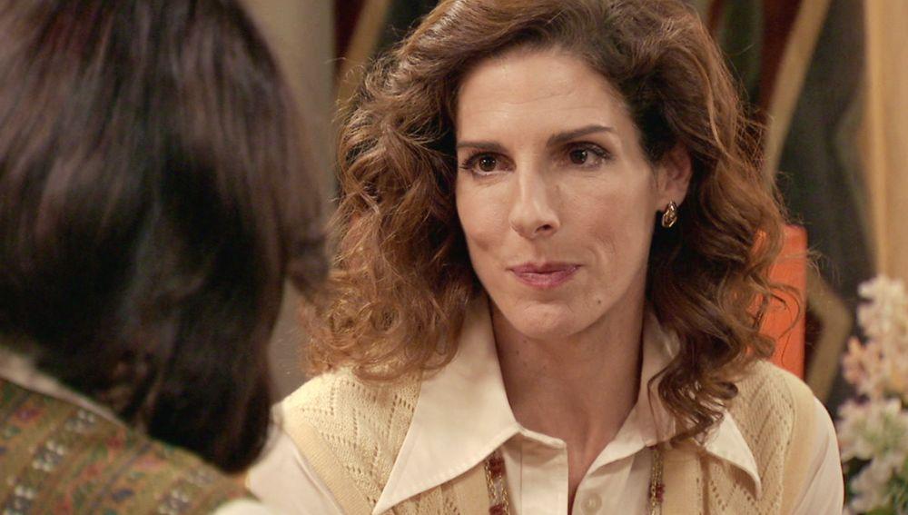 Julia se plantea dejar el despacho de abogados para evitar a Guillermo