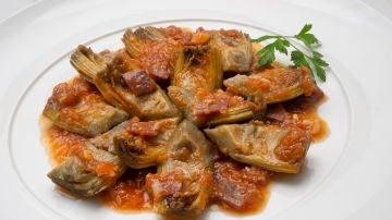 Receta de Alcachofas con jamón y tomate