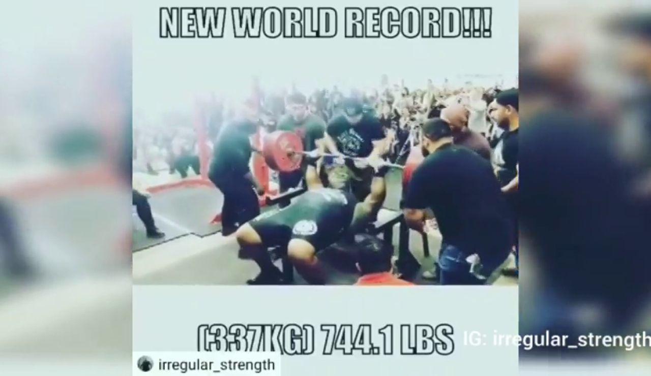 Julius Maddox bate su propio récord de levantamiento de peso 'bench press': ¡337 kilos sin ayudas!