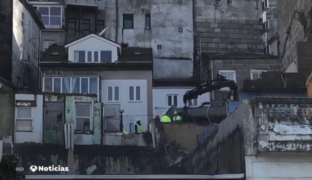 Los vecinos de un barrio de Vigo, atemorizado a que el desplome de una vivienda arraste a otras