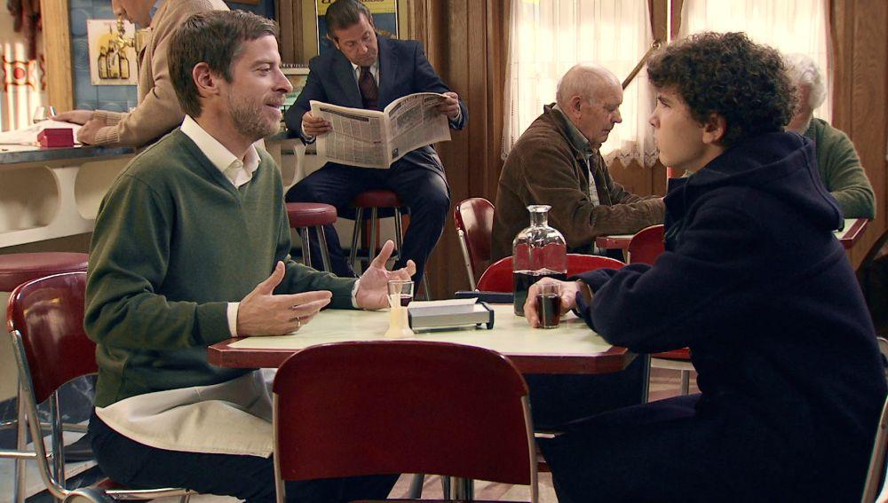 """Los confusos consejos amorosos de Marcelino a Manolín... creyendo que ya se ha hecho """"un hombre"""""""
