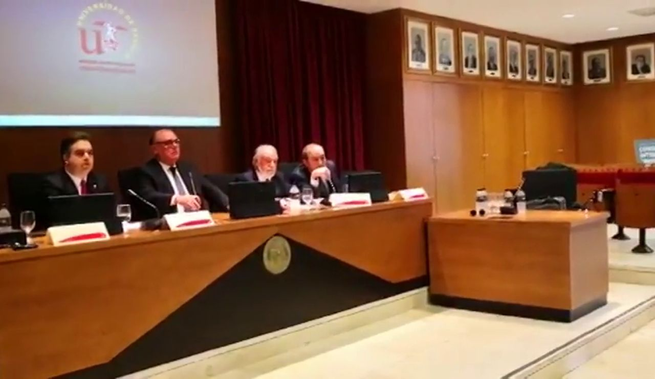 Increpan a un diputado de Vox y a Jaime Mayor Oreja e un acto en la Universidad de Sevilla