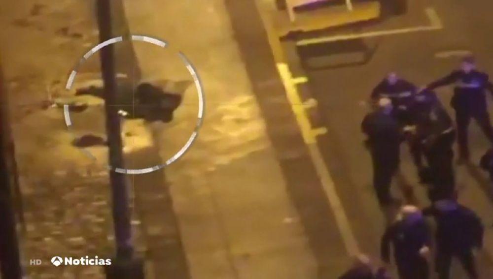 Muere un hombre tras un tiroteo junto a una comisaría de Policía de Sevilla