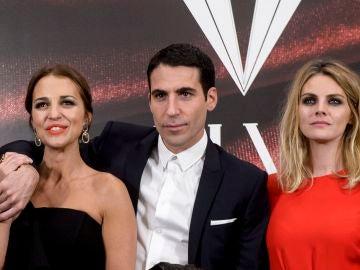 Amaia Salamanca, Paula Echevarría y Miguel Ángel Silvestre en 'Velvet'