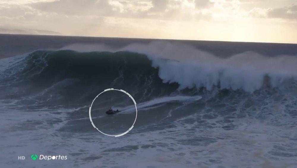 Las impactantes imagenes del rescate de un surfista entre las olas gigantes de Nazaré