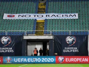 El fútbol holandés protesta contra el racismo