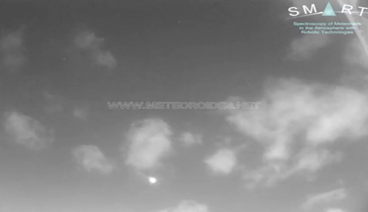 Una roca de asteroide entra en la atmósfera y cruza el cielo sevillano como una bola de fuego