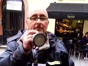 """La divertida manera de vender la Lotería de Navidad en Cádiz: """"Si quiere salir de pobrecito, cómpreme un cuponcito"""""""