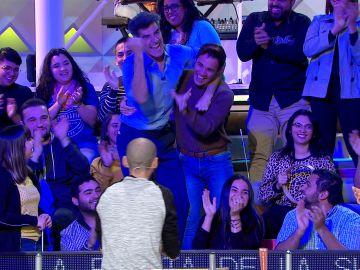 Jorge Fernández se cuela entre el público de 'La ruleta de la suerte' para regañar a un espectador