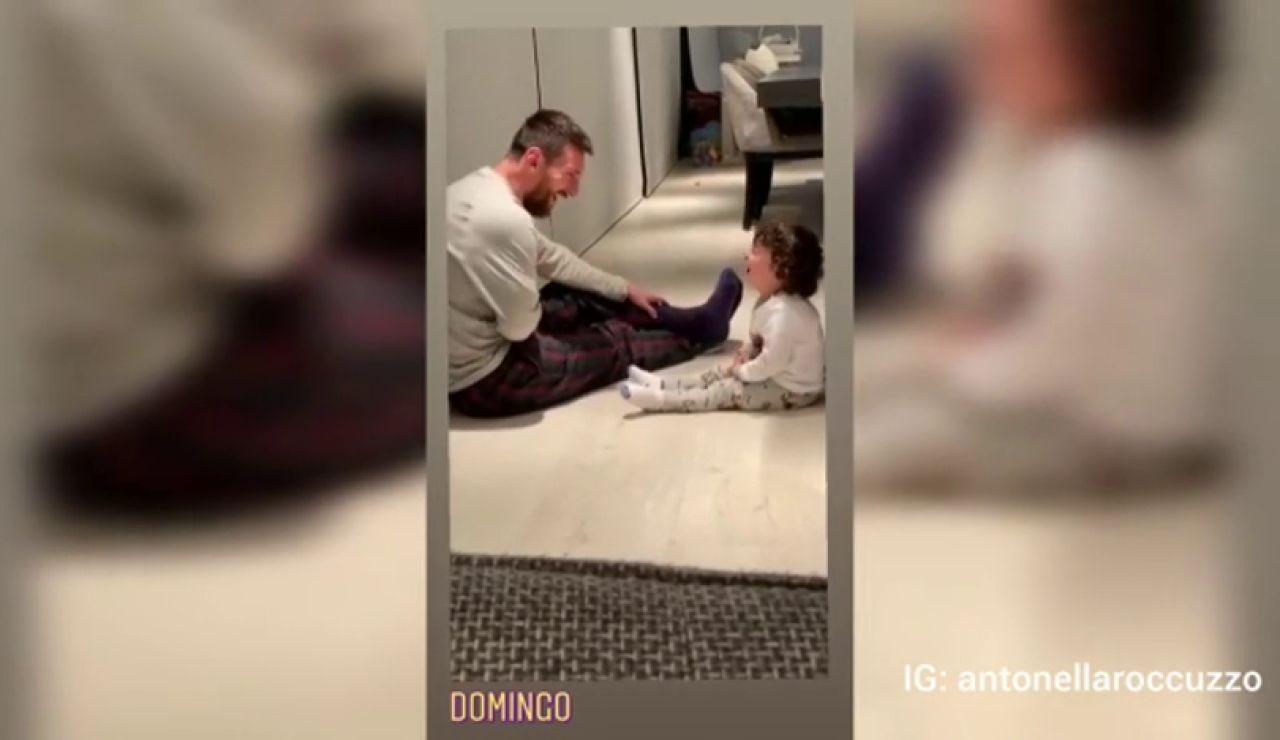 La faceta más tierna de Leo Messi jugando con su hijo Ciro