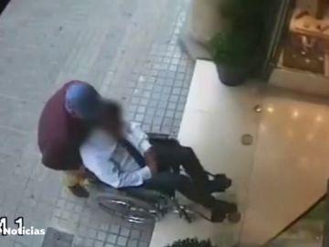 Un ladrón en silla de ruedas roba a punta de pistola en una joyería de Barcelona por valor de 1,3 millones de euros