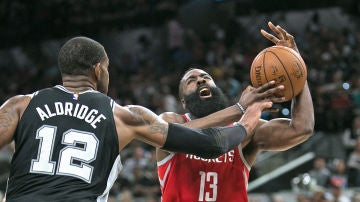 James Harden durante el partido de Houston Rockets contra San Antonio Spurs