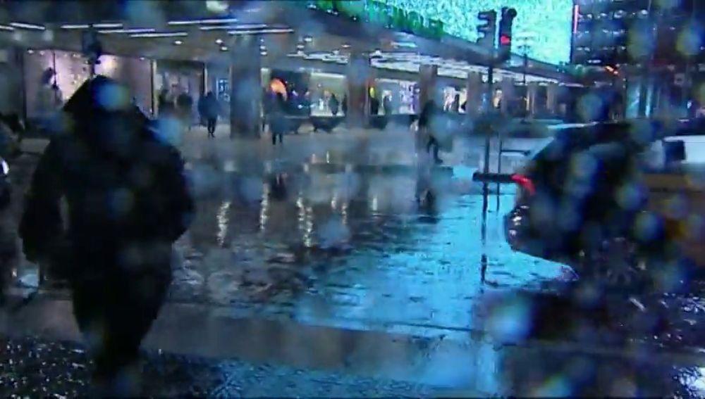 La DANA colapsa Barcelona y obliga a cortar varias calles y estaciones de metro