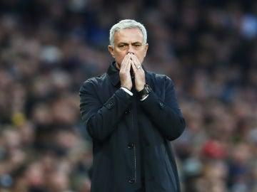 Mourinho durante un partido del Tottenham