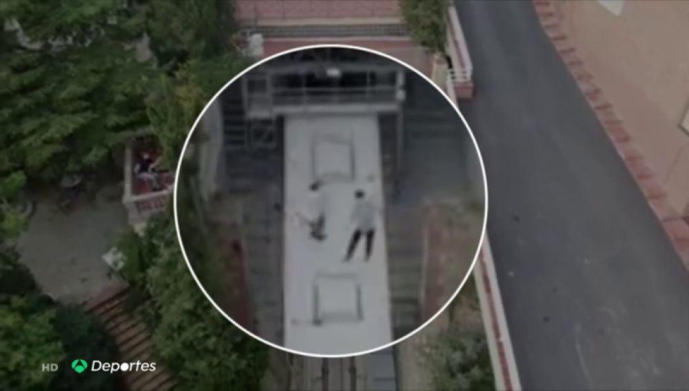 Dos menores de edad llevan la moda del 'trainsurfing' a Barcelona y saltan sobre el techo de un funicular en marcha