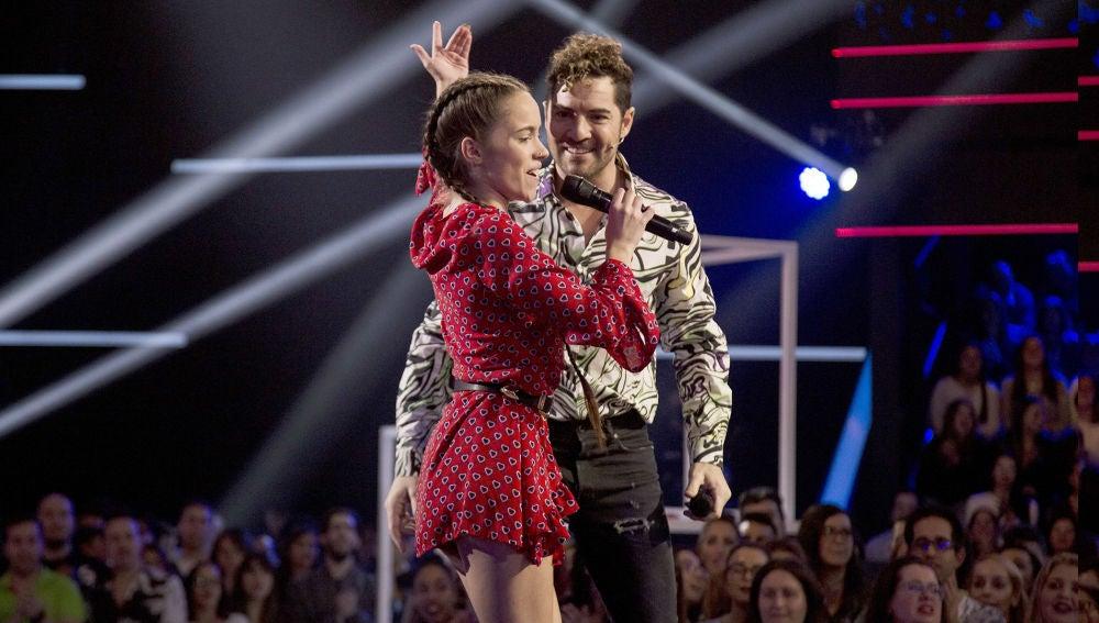 David Bisbal canta 'Perdón' con Sara Gálvez