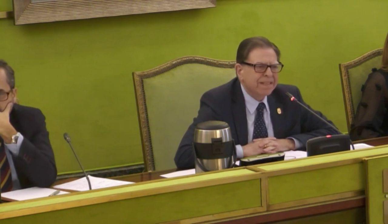 Críticas al alcalde de Oviedo por cargar gastos de su mujer en un viaje: