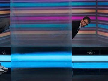 Marron sorprende a Alejandro Sanz con la capa de invisibilidad en 'El Hormiguero 3.0'