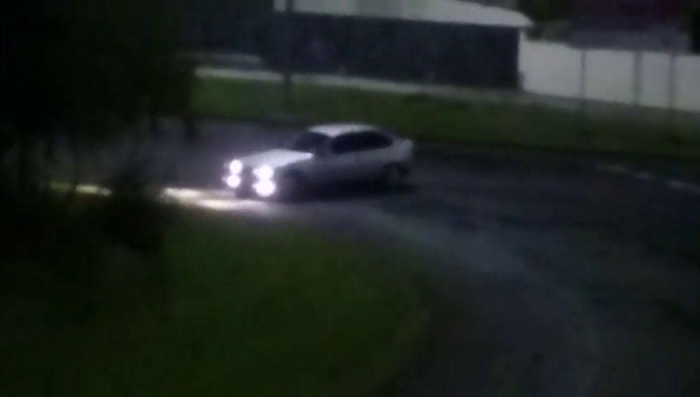La denuncia de los vecinos de Bayona por los constantes derrapes de los coches en la madrugada