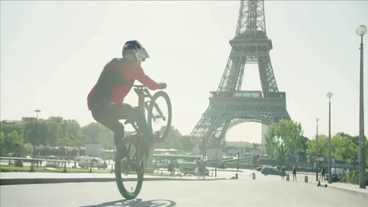 El Increíble Vídeo De Fabio Wibmer En Bicicleta Por París