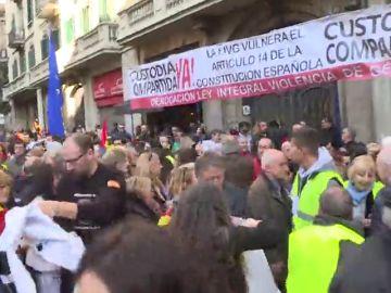 Ciudadanos se separa de la manifestación de Barcelona por una pancarta de Vox