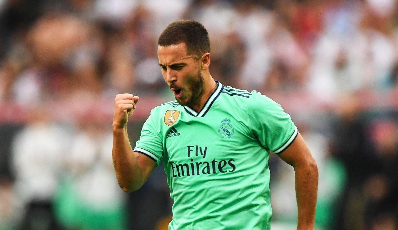 Hazard celebra un gol con la tarcera equipación del Real Madrid