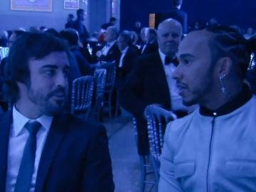 Hamilton y Alonso durante la gala
