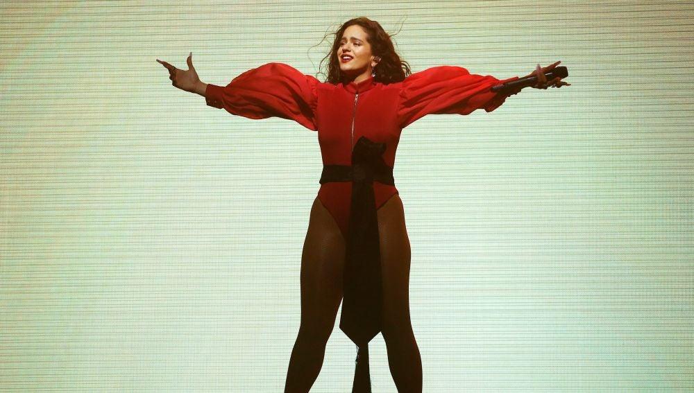 Rosalía durante el primero de sus dos conciertos en el Palau Sant Jordi de Barcelona