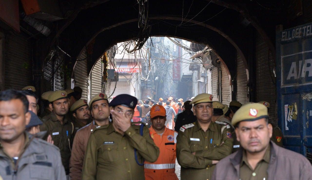 Al menos 42 muertos y más de 64 heridos en incendio en una fábrica de Delhi