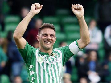 Joaquin celebra un gol del Betis