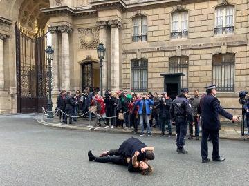 Dos activistas Femen intentan boicotear la cumbre sobre Ucrania