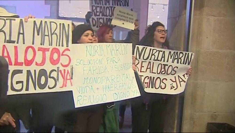 Escrache a la alcaldesa de L'Hospitalet de Llobregat en un acto en Barcelona