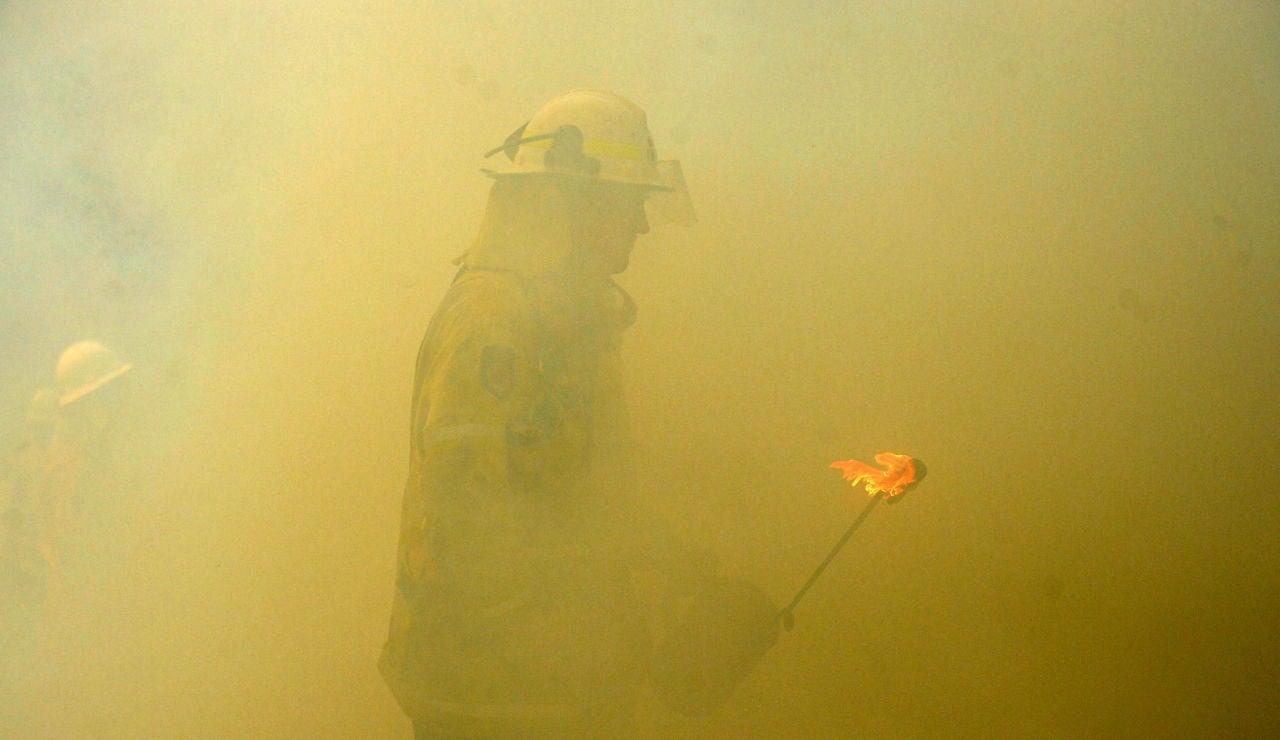 Un bombero en Australia