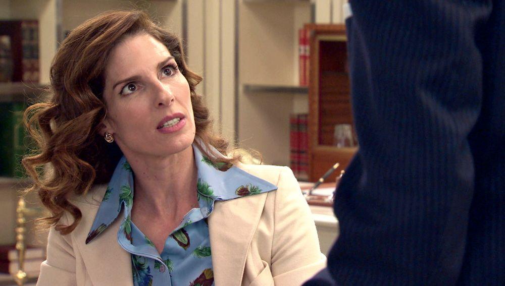 Julia miente a Armando, pero Irene le abre los ojos