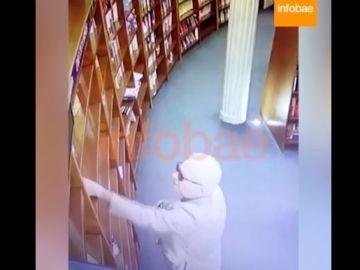 Momento del robo en la libreria
