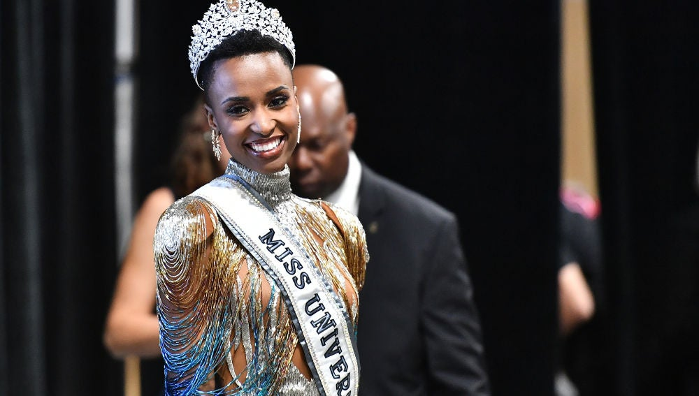La sudafricana Zozibini Tunzi, nueva Miss Universo