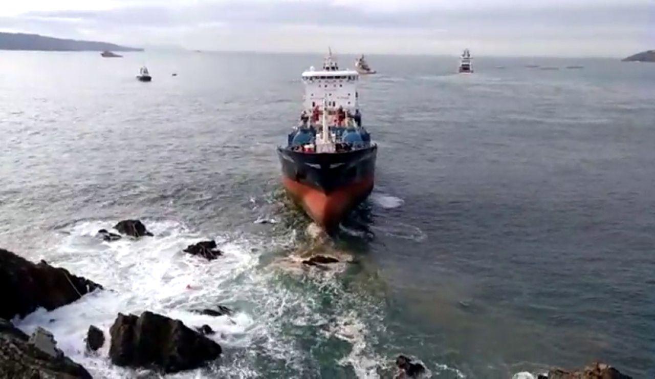 REEMPLAZO Consiguen reflotar el Blue Star, el buque encallado en una zona rocosa de A Coruña