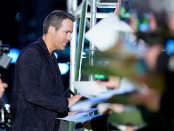 Ryan Reynolds junto a sus fans