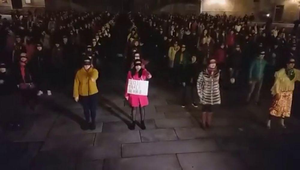 """Gritos machistas durante un acto feminista en Compostela: """"A casa que hay que hacer la cena"""""""