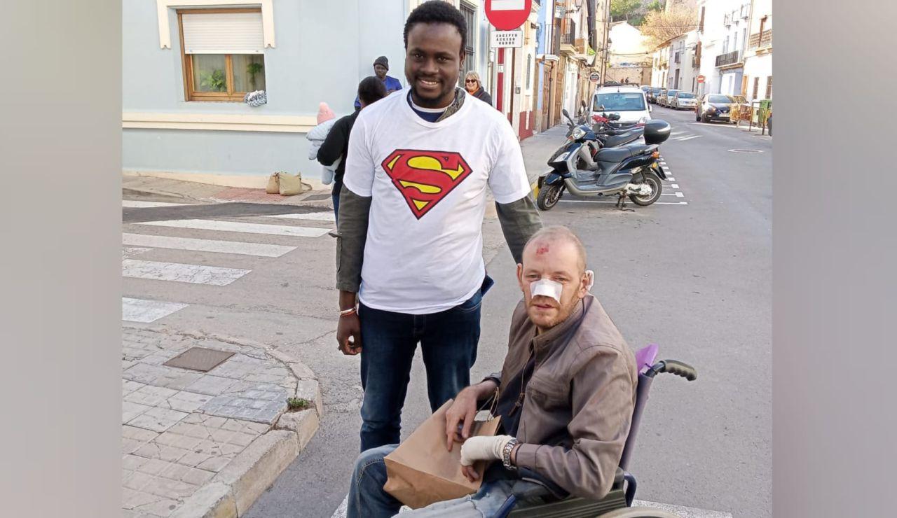 Reencuentro entre el héroe senegalés y el hombre al que salvó de un incendio