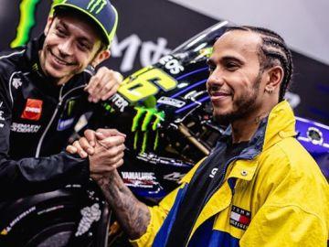 Lewis Hamilton y Valentino Rossi juntos en el reto organizado por Monster