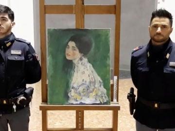 Aparece en el mismo museo donde se robó un cuadro de Klimt dentro de una bolsa de basura