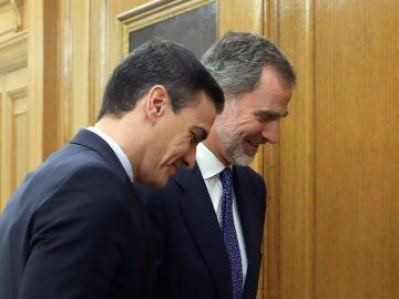 El rey Felipe VI recibe a Pedro Sánchez para su audiencia en la ronda de consultas